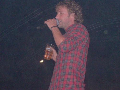 Dierks Bentley shares a fan's beer